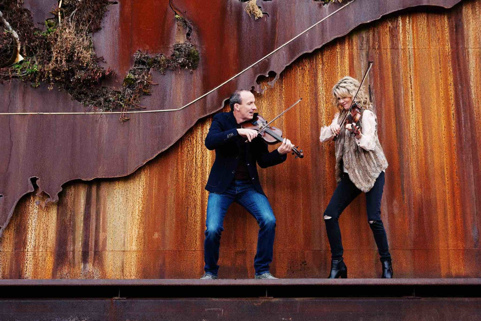 Natalie MacMaster and Donnell Leahy playing fiddles on stage